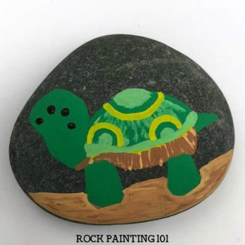 Learn how to paint a turtle on rocks with this simple video tutorial. Grab your paint pens or your favorite paint brush and let's dig into this fun stone painting idea. #turtle #rocks #stone #rockpainting #howtopaint #posca #cuteanimalart #rockpainting101