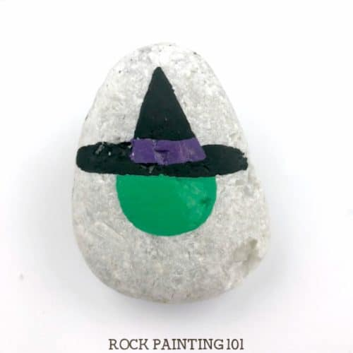 These witch rocks are perfect for hiding around for Halloween. Trick or treaters will love these fun Halloween rocks! #witch #halloween #paintedrocks #rockpaintingidea #howtodrawawitch #witchrocks #rockpainting101
