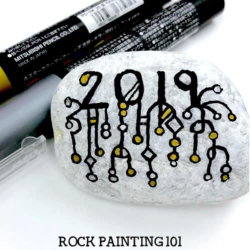 Get ready for New Year's with this Zendangle rock painting idea. These are perfect for hiding this season or decorating the table at your New Years Eve party. #newyears #2019 #countdown #zendangle #dangles #rockpainting101