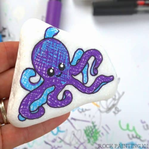 how to paint an octopus onto a rock. Video tutorial for a fun rock painting idea. #rockpainting101